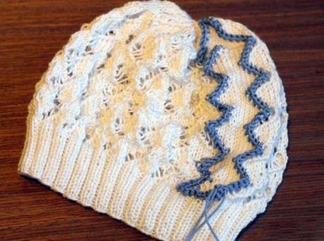 Ажурная шапочка спицами Змейка для девочки на весну, пошаговое описание. Вязание спицами.