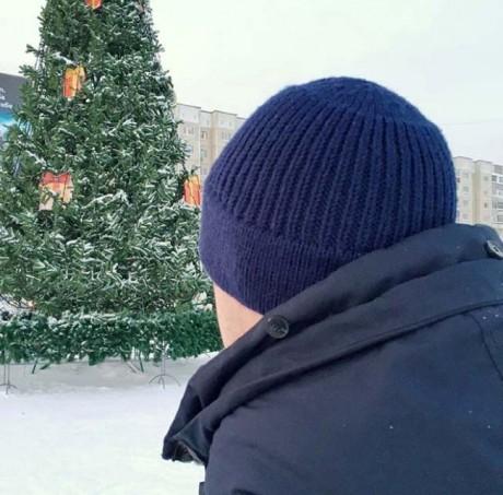 Мужская шапка - бини спицами наоборот. Вязание спицами.