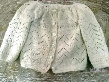 Летняя кофточка для девочки связанная спицами. Работа Ивановой Людмилы вязание и схемы вязания