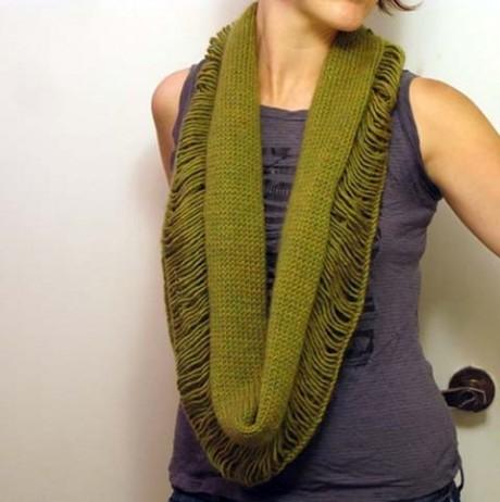 Разрушенный шарф-снуд спицами