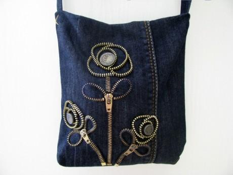 Маленькая сумочка из старых джинсов