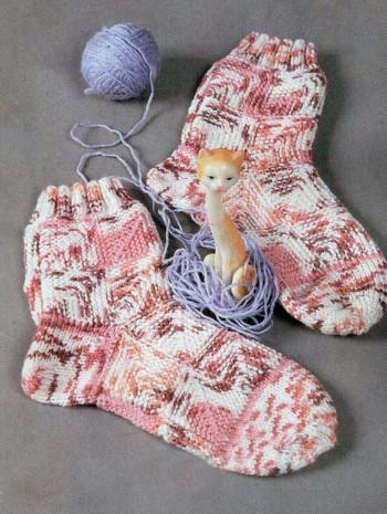 Носки спицами в технике пэчворк
