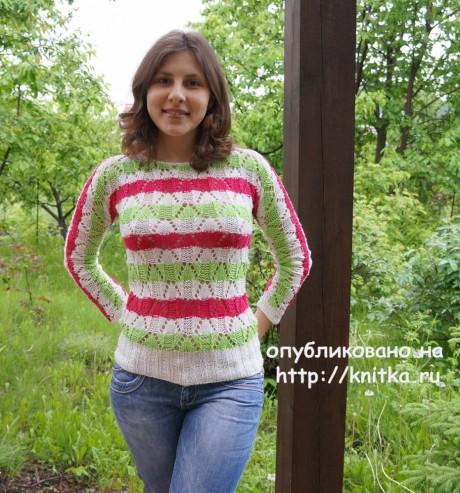 Вязаный весенний свитер. Работа Марии