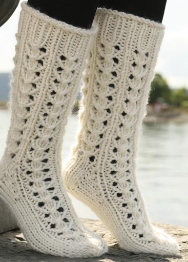 Длинные ажурные носки спицами