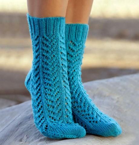 Бирюзовые ажурные носки от Drops