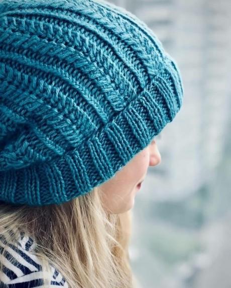 Красивая шапка спицами 1