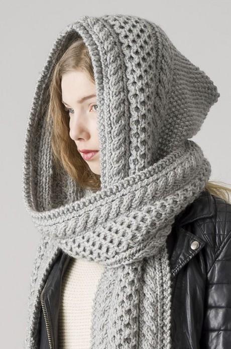 Красивый шарф-капюшон, связанный спицами