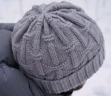 Мужская шапка спицами Геометрия
