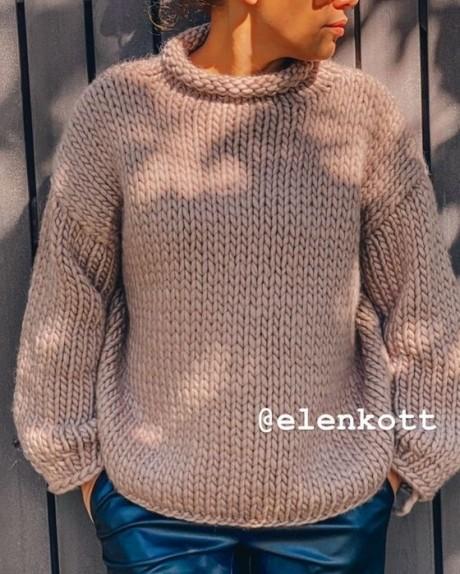 Женский свитер спицами из толстой пряжи 1