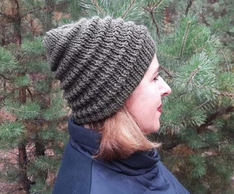 Женская шапка спицами с узором Волна. Вязание спицами.