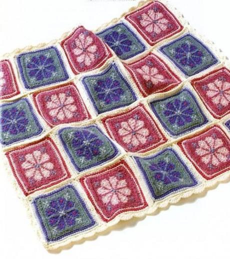 Плед спицами с цветочным квадратным мотивом