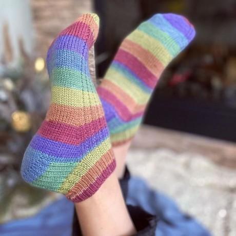 Полосатые носки спицами 1