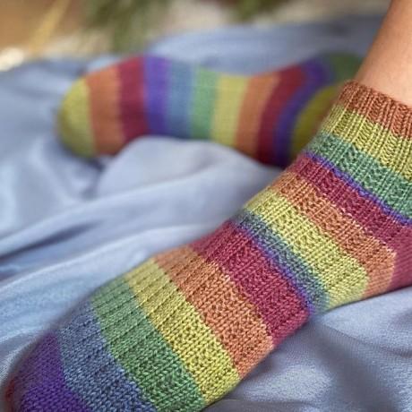 Полосатые носки спицами 2