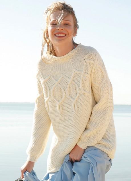 Белоснежный свитер с косами на круглой кокетке