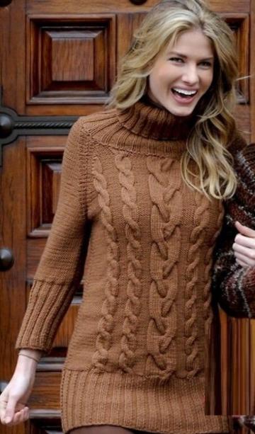 Женский свитер с высоким горлом и косами