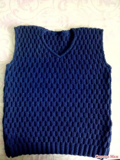 Синий жилет для мальчика спицами