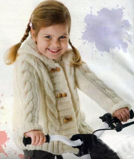 Белоснежный жакетик для девочки спицами