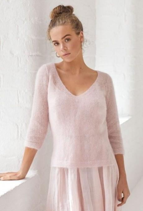 Нежный женский пуловер из мохера. Вязание спицами.