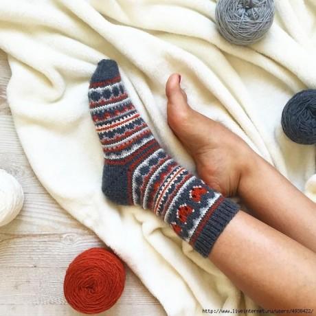 Забавные носки спицами с жаккрадом 1
