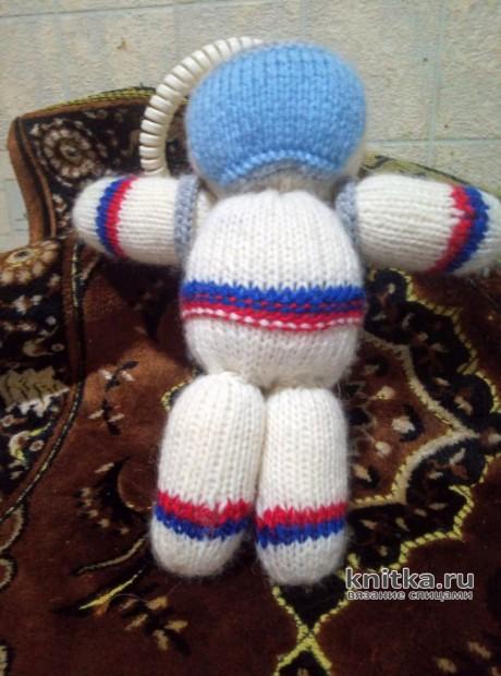 Космонавт. Игрушка, вязаная спицами. Работа Светланы Куртаковой. Вязание спицами.