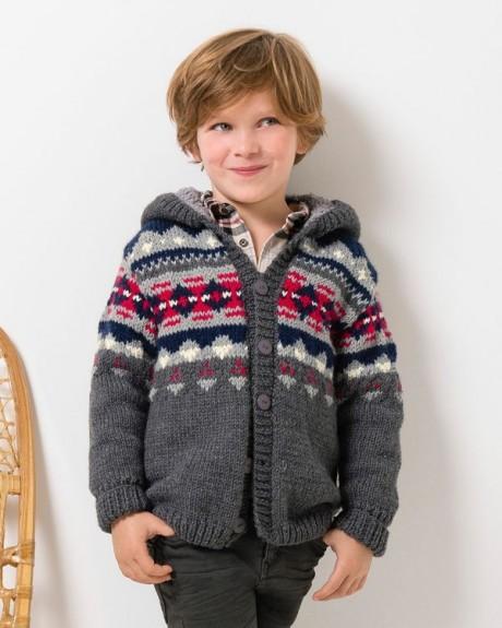 Вязанный спицами жакетик для мальчика с капюшоном