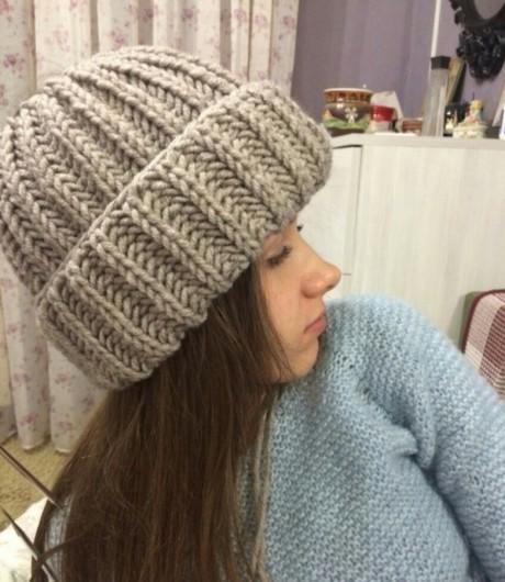 Теплая женская шапка с отворотом