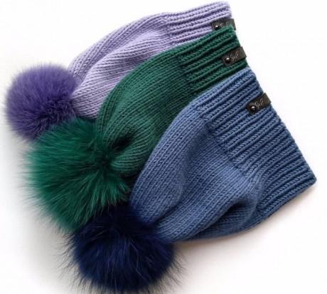 Простая шапка спицами с помпоном