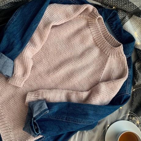 Базовый свитер спицами для женщин