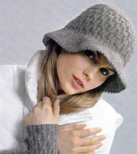 Женская теплая шляпка и митенки спицами