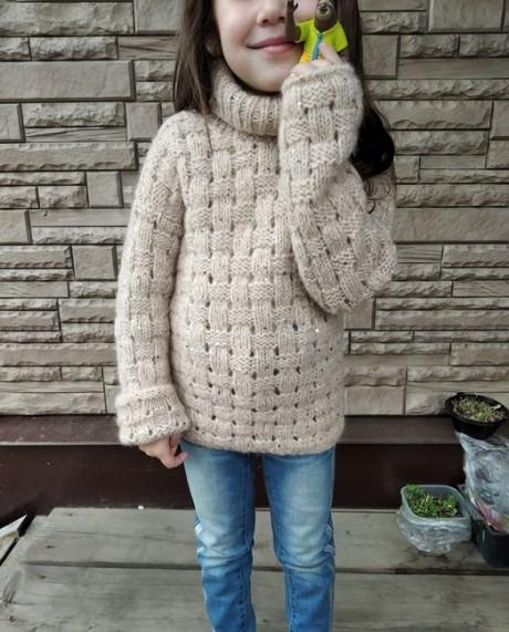 Детский свитер спицами с высоким горлом