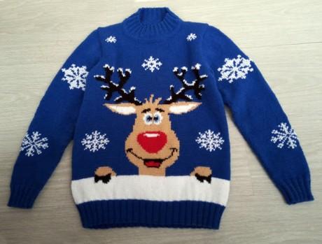 Детский свитер спицами с оленями