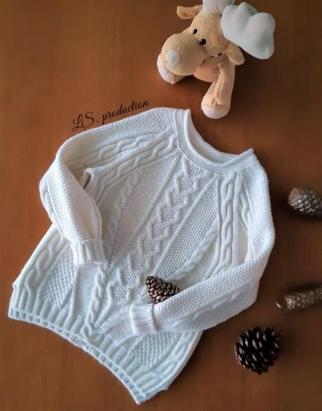 Детский свитер спицами с аранами