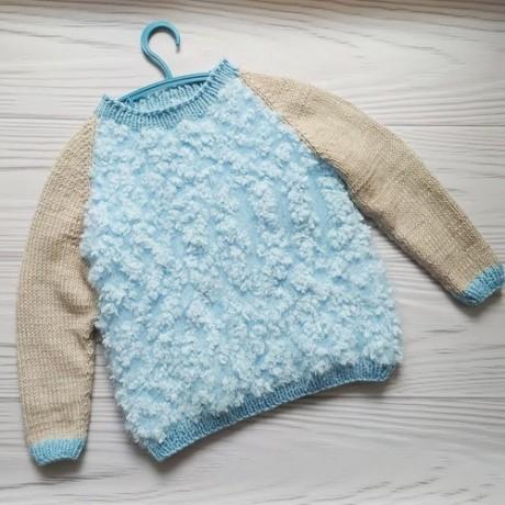 Детский свитер спицами из фантазийной пряжи