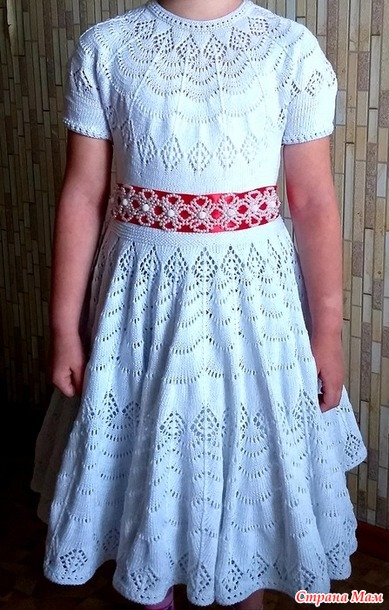 Ажурное платье для девочки спицами