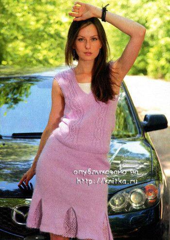 Вязаный спицами костюм: юбка и