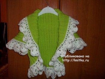 Болеро для девочки – работа Юлии. Вязание спицами.