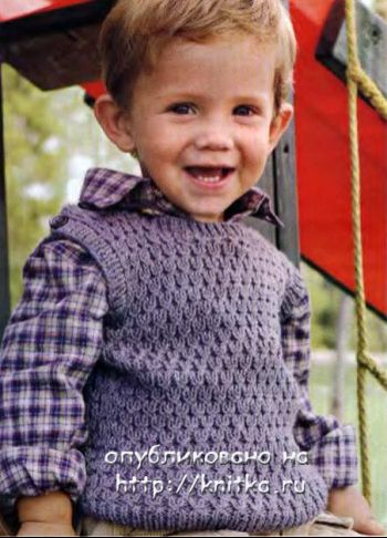 Описание жилета для мальчика, связанного спицами