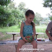 Летняя маечка спицами – работа Елены