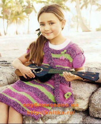 Полосатое платье для девочки. Вязание спицами.