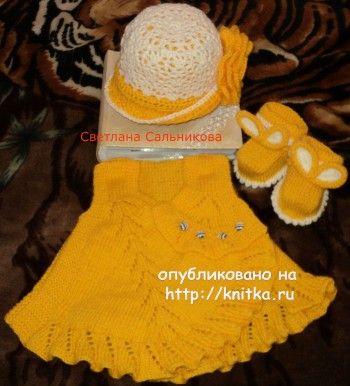 Платье, пинетки и шапочка – работы Светланы. Вязание спицами.