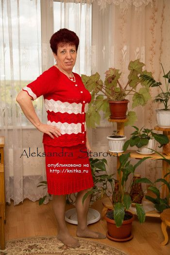 Красный вязаный спицами костюм. Вязание спицами.