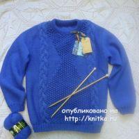 Васильковый свитер спицами – работа Лилии
