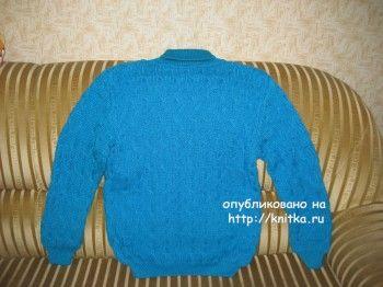 Голубой свитер спицами. Вязание спицами.