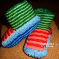 Вязаные спицами тапочки – работа Ольги