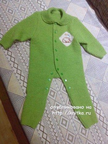 Комбинезон для новорожденного – работа Татьяны. Вязание спицами.