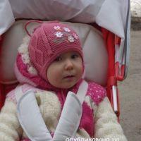 Курточка для девочки спицами – работа Лилии