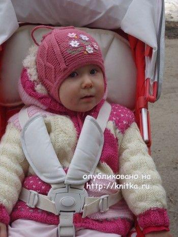 Курточка для девочки спицами – работа Лилии. Вязание спицами.