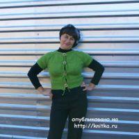 Вязаная спицами кофточка – работа Натальи Гуторовой