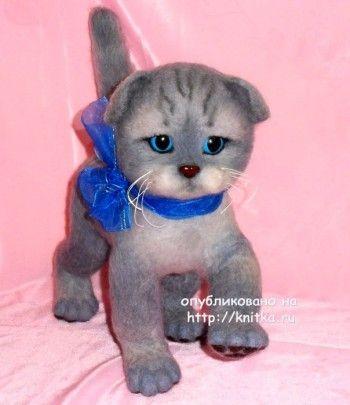 Котенок в смешанной технике – работа Ирины. Вязание спицами.
