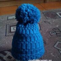 Женская шапочка спицами – работа Юлии